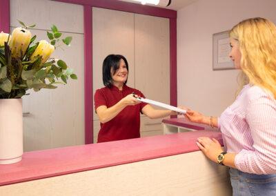 Empfang in der Zahnarztpraxis in Essenbach